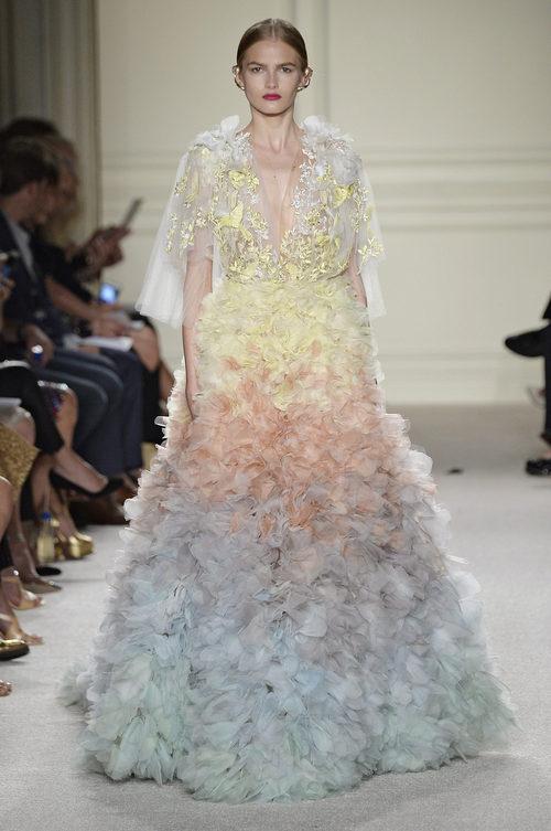Vestido largo de colores pastel de la colección de primavera/verano 2016 de Marchesa en Nueva York Fashion Week