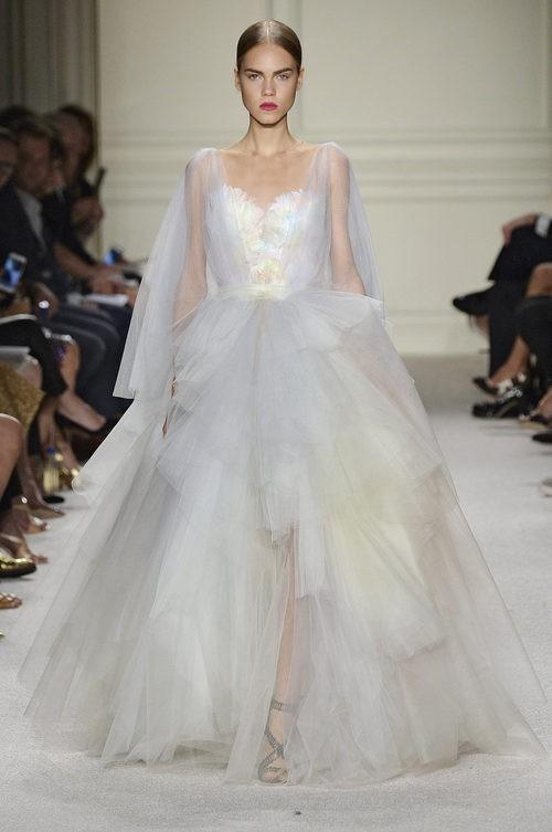 Vestido blanco largo de la colección de primavera/verano 2016 de Marchesa en Nueva York Fashion Week