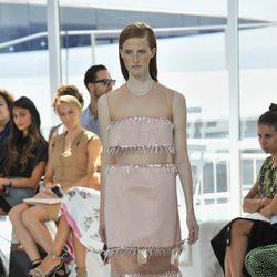 Vestido rosa largo de la colección de primavera/verano 2016 de Jesús del Pozo en Nueva York Fashion Week
