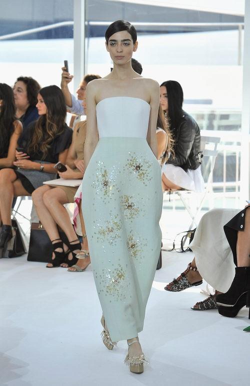 Vestido verde palabra de honor de la colección de primavera/verano 2016 de Jesus del Pozo en Nueva York Fashion Week