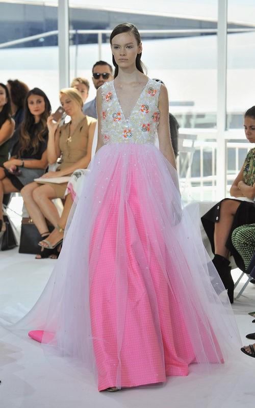 Vestido rosa de noche la colección de primavera/verano 2016 de Jesús del Pozo en Nueva York Fashion Week