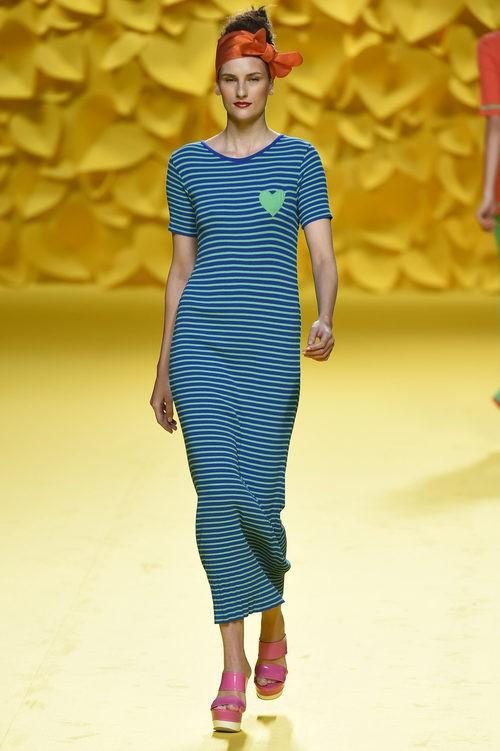 Vestido largo-midi azul y verde de Agatha Ruiz de la Prada para primavera/verano 2016 Madrid Fashion Week