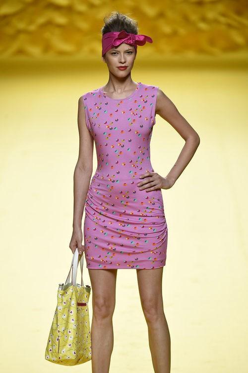 Vestido mini fucsia Agatha Ruiz de la Prada para primavera/verano 2016 Madrid Fashion Week