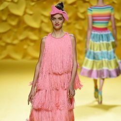 Vestido flecos Agatha Ruiz de la Prada para primavera/verano 2016 Madrid Fashion Week