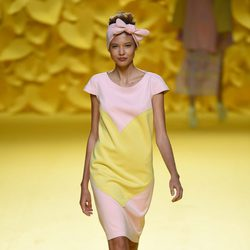 Vestido rosa con corazón de Ágatha Ruiz de la Prada para primavera/verano 2015 en Madrid Fashion Week