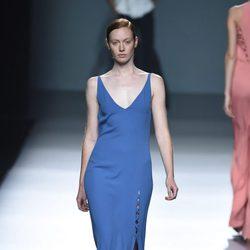Vestido azul de Ángel Schlesser para primavera/verano 2015 en Madrid Fashion Week