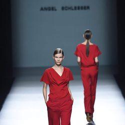 Conjunto rojo de Ángel Schlesser para primavera/verano 2015 en Madrid Fashion Week
