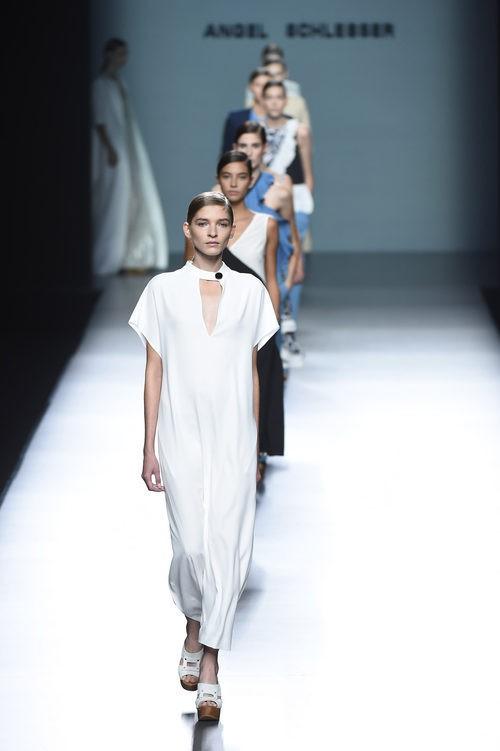 Carrusel de Ángel Schlesser para primavera/verano 2015 en Madrid Fashion Week