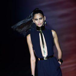 Vestido largo negro con pantalón dorado de Roberto Verino para primavera/verano 2016 en Madrid Fashion Week