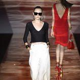 Conjunto blanco y negro de Roberto Verino para primavera/verano 2016 en Madrid Fashion Week