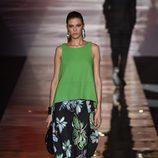 Conjunto de camiseta y pantalón verde de Roberto Verino para primavera/verano 2016 en Madrid Fashion Week