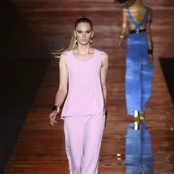 Conjunto rosa de Roberto Verino para primavera/verano 2016 en Madrid Fashion Week