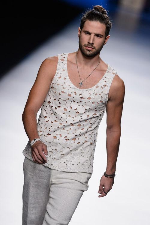 Conjunto blanco roto de hombre de Francis Montesinos para primavera/verano 2016 en Madrid Fashion Week