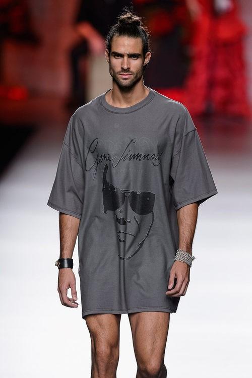 Camiseta gris de hombre de Francis Montesinos para primavera/verano 2016 en Madrid Fashion Week