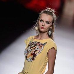 Mono amarillo de Francis Montesinos para primavera/verano 2016 en Madrid Fashion Week