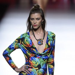 Vestido estampado de colores de Francis Montesinos para primavera/verano 2016 en Madrid Fashion Week
