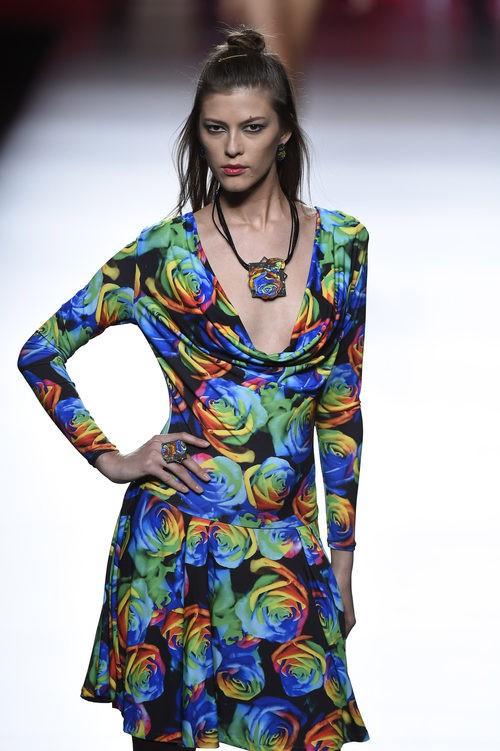 Vestido estampado de colores de Francis Montesinos para primavera/verano 2016 en Madrid Fashion Week