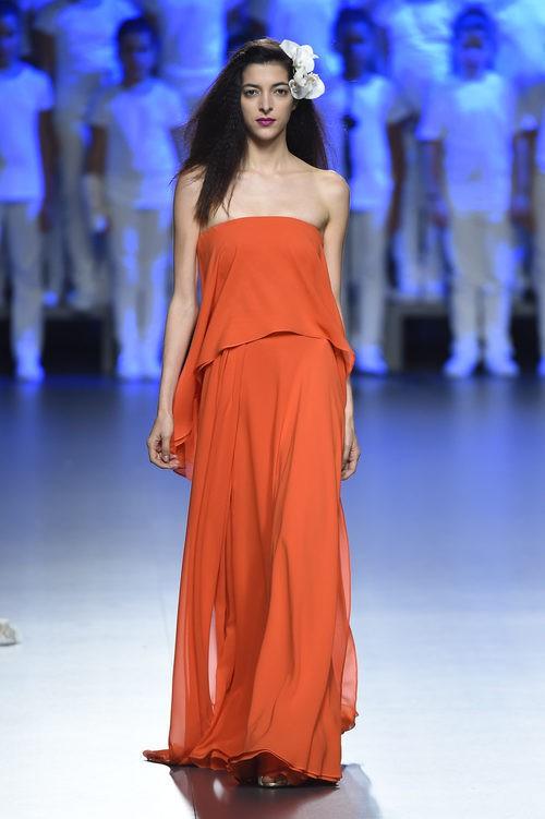 Vestido naranja de Duyos para primavera/verano 2015 en Madrid Fashion Week