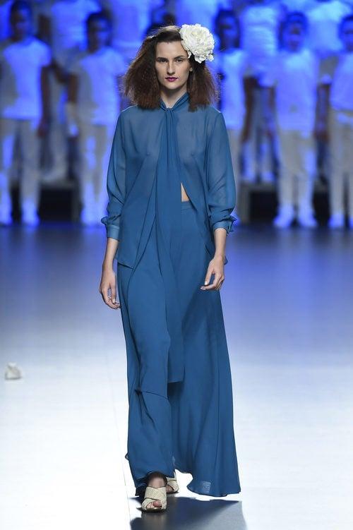 Vestido azul dos piezas de Duyos para primavera/verano 2015 en Madrid Fashion Week