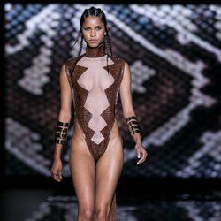Conjunto marrón con transparencia de Andrés Sardá para primavera/verano 2015 en Madrid Fashion Week
