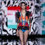 Conjunto de lencería y plumas de Andrés Sardá para primavera/verano 2016 en Madrid Fashion Week