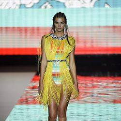 Lencería y flecos estilo africano de Andrés Sardá para primavera/verano 2016 en Madrid Fashion Week