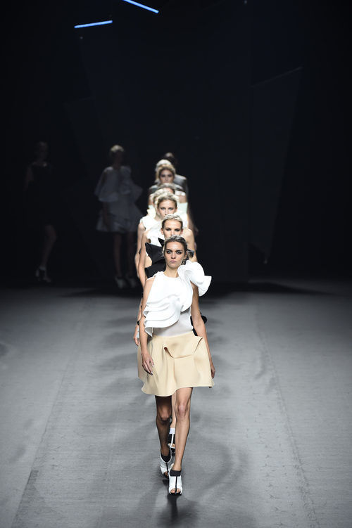 Carrusel del desfile de Amaya Arzuaga para primavera/verano 2015 en Madrid Fashion Week
