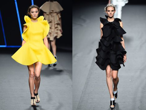 Vestido amarillo con pliegues de Amaya Arzuaga para primavera/verano 2015 en Madrid Fashion Week