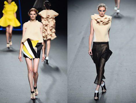 Conjunto beige con pliegues de colores de Amaya Arzuaga para primavera/verano 2015 en Madrid Fashion Week