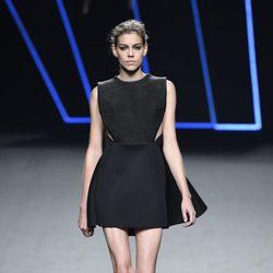 Vestido negro de Amaya Arzuaga para primavera/verano 2015 en Madrid Fashion Week