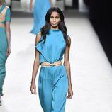 Conjunto azul de Juanjo Oliva para primavera/verano 2015 en Madrid Fashion Week
