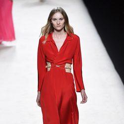 Vestido rojo de Juanjo Oliva para primavera/verano 2015 en Madrid Fashion Week