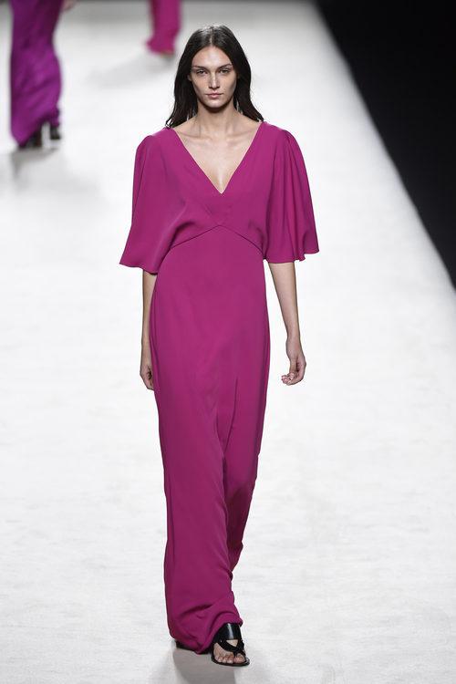 Vestido violeta de Juanjo Oliva para primavera/verano 2015 en Madrid Fashion Week