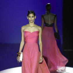 Vestido rosa de Hannibal Laguna para primavera/verano 2016 en Madrid Fashion Week
