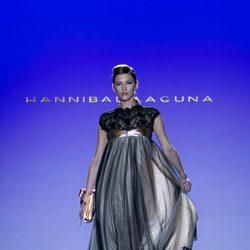Vestido negro y gris de Hannibal Laguna para primavera/verano 2016 en Madrid Fashion Week