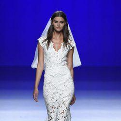 Vestido de novia de la colección de primavera/verano 2016 de Roberto Torretta de la Madrid Fashion Week