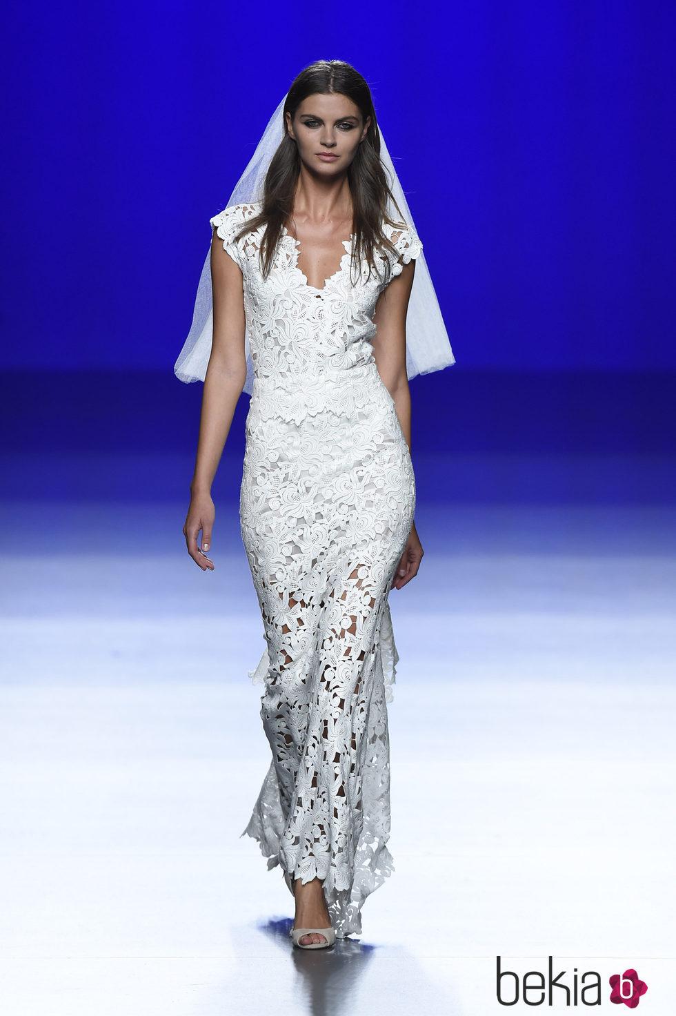 Vestido de novia de la colección de primavera/verano 2016 de Roberto ...