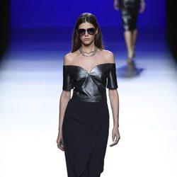 Mono negro  de la colección de primavera/verano 2016 de Roberto Torretta en Madrid Fashion Week