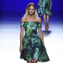 Vestido en tonos verdes palabra de honor para primavera/verano 2016 de Roberto Torretta en Madrid Fashion Week