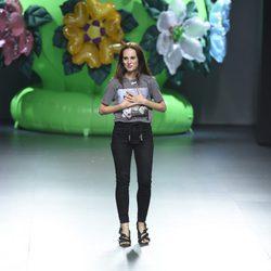 Ana Locking tras la presentación de su colección primavera/verano 2016 en Madrid Fashion Week