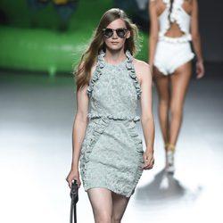 Vestido verde y beige de la colección primavera/verano 2016 de Ana Locking en Madrid Fashion Week