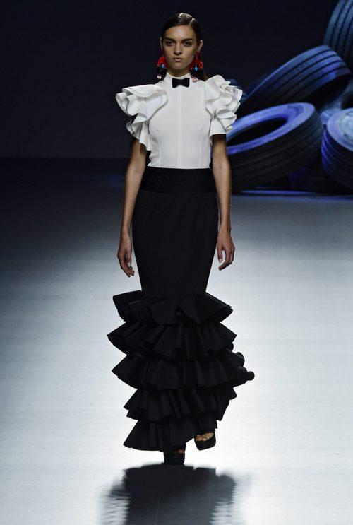 Vestido blanco y negro  de la colección de primavera/verano 2016 de David Delfin en Madrid Fashion Week