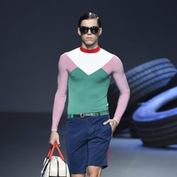 Camiseta deportiva y pantalón corto de la colección de primavera/verano 2016 de David Delfín en Madrid Fashion Week