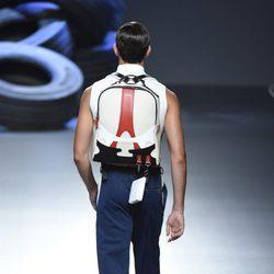 Corrector de postura y pantalón largo de la colección de primavera/verano 2016 de David Delfin en Madrid Fashion Week