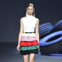 Vestido de volantes de la colección de primavera/verano 2016 de David Delfin en Madrid Fashion Week