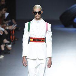Traje de chaqueta blanco de la colección de primavera/verano 2016 de David Delfin en Madrid Fashion Week