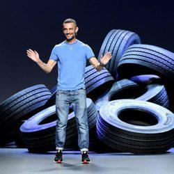David Delfín tras finalizar la presentación de su nueva colección primavera/verano 2016 en Madrid Fashion Week