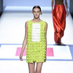 Vestido verde y blanco de la colección de primavera/verano 2016 de Devota & Lomba en Madrid Fashion Week