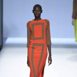 Vestido naranja y marrón con cuadrados de la colección primavera/verano 2016 de Devota&Lomba en Madrid Fashion Week