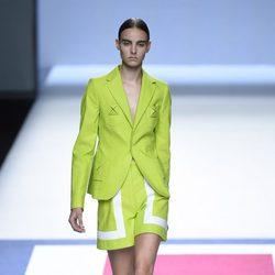 Traje de chaqueta blanco y verde de la colección de primavera/verano 2016 de Devota&Lomba en Madrid Fashion Week